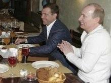 Путин поздравил Медведева с победой