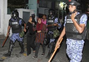 Полиция на Мальдивах арестовала 55 активистов оппозиции за участие в акции протеста