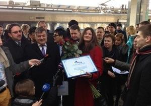 Миллионного пассажира Hyundai наградили железнодорожным билетом и автомобилем