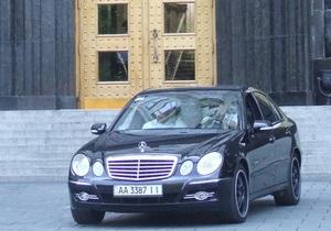 СМИ: Украинские чиновники продолжают покупать себе элитные автомобили