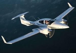 В Швейцарии мужчина на самолете протаранил дом матери