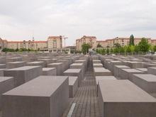 На мемориале Холокоста в Берлине появилась свастика