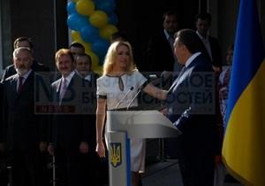 Янукович и Сумская открыли в Киеве школу