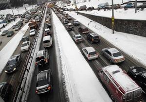 В Украине из-за непогоды не работают три аэропорта, ограничений в движении транспорта нет
