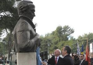 Азаров открыл памятник Тарасу Шевченко в столице Черногории