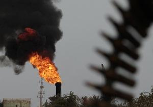 Противники Каддафи захватили нефтяной терминал Рас-эль-Ануфа