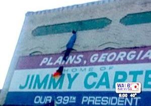 В родном городе Джимми Картера обнаружили повешенное чучело Обамы
