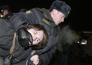 Российская милиция арестовала более сотни участников акций в защиту свободы собраний