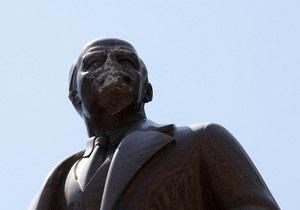 Ректор КПИ не подписал приказ об исключении студента за повреждение памятника Ленину