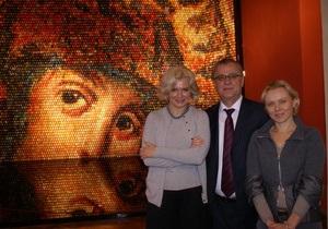 Работы украинской художницы, создавшей панно из 15 тысяч писанок, будут выставлены за рубежом