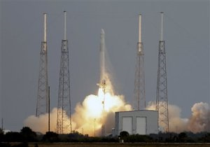 Стыковка Dragon с МКС откладывается из-за технических неполадок