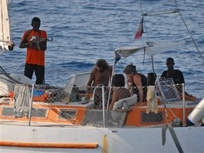 Сомалийские пираты захватили яхту с двумя британцами на борту