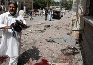 В Пакистане смертник подорвал госпиталь: десятки погибших и раненых