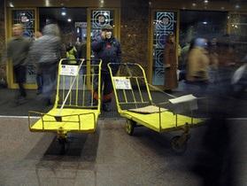 С центрального железнодорожного вокзала в Киеве увезут бездомных