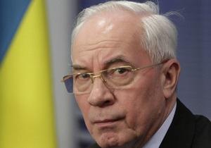 Азаров обеспокоен большим числом ДТП