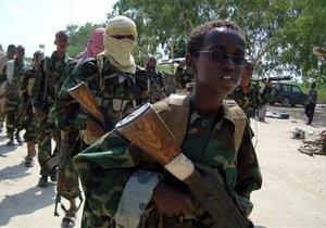 В Сомали победителей конкурса на знание Корана среди детей наградили оружием