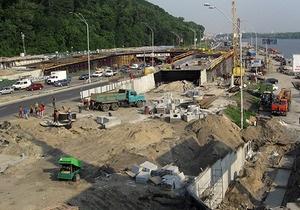 Власти Киева ограничили движение по мосту Метро