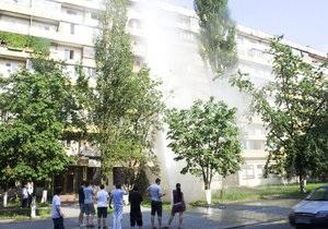 В Киеве на Оболони из-за аварии на водопроводе затопило девятиэтажный дом