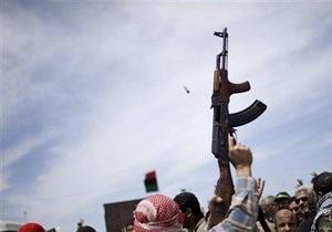 Ведущая главного ливийского телеканала вышла в эфир с пистолетом