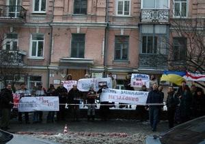 Батька, не бей: в Киеве прошла акция в знак солидарности с арестованными в Минске