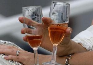Дело: Украине могут запретить продавать шампанское и коньяк