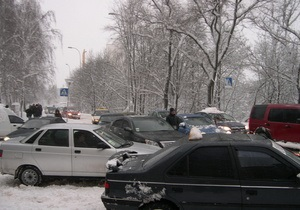 В Киеве наблюдаются транспортные проблемы из-за снегопадов