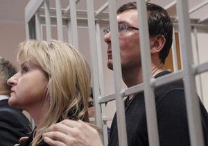 Жена Луценко рассказала, что экс-министр находится в той же палате, где был в мае 2011 года
