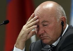 Лужков пообещал остаться в России