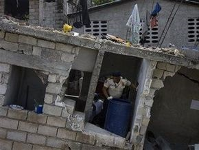 На Гаити рухнула вторая за неделю школа