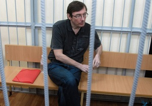 Суд возобновил рассмотрение дела в отношении Луценко