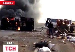 В Одесской области столкнулись легковой автомобиль, грузовик и маршрутка: есть погибшие