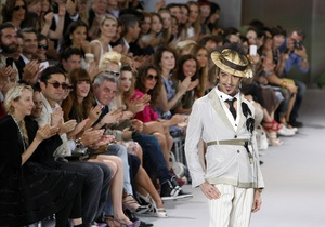 Paris Fashion Week: Джон Гальяно бросил вызов рецессии