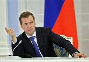 Медведев предостерег Жириновского от  хамской националистической риторики