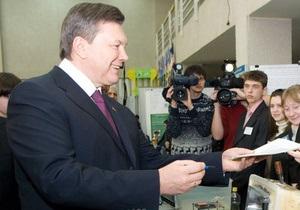 Янукович назначил стипендию сыну погибшего журналиста