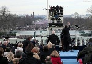 Люди заполнили место перед Капитолием задолго до церемонии