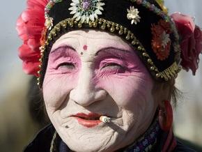 Исследование: Женщины-оптимистки успешнее, выглядят моложе и живут дольше пессимисток