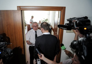 Защита Тимошенко шокирована условиями в ее палате: Снимают три камеры, окна заклеены пленкой