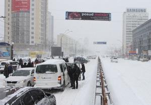 Заместитель Попова объяснил, почему в первую очередь расчистили дорогу на Конча-Заспу