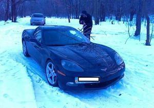 В киевском лесу обнаружили брошенный спорткар