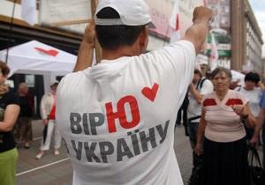 Под Печерским райсудом произошла потасовка. Пострадал сторонник Тимошенко