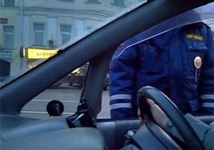Крымские гаишники остановили водителя с простреленной головой