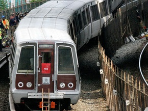 В Бостоне электричка врезалась в ограждение: пострадали 18 человек