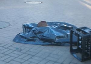 В Киеве труп мужчины пролежал два часа у входа в метро