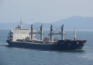 Моряки с судна Delvina вернулись в Украину из пиратского плена
