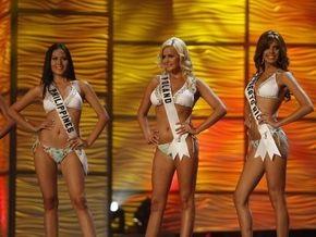 Фотогалерея: Участницы Мисс Вселенная-2009 в купальниках