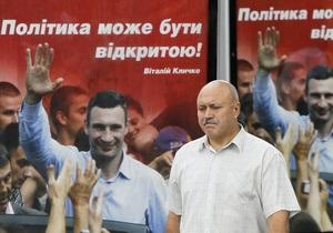 В Кременчуге трое неизвестных повредили билборды кандидата от УДАРа