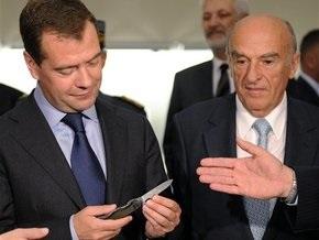 В Швейцарии Медведеву подарили саблю и перочинный нож