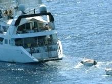 Пираты начали стрельбу на судне с украинцами на борту