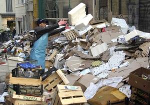 Забастовки во Франции: заваленный мусором Марсель будет убирать МЧС