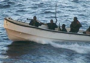 Моряки китайского судна отбили две атаки пиратов с помощью пивных бутылок